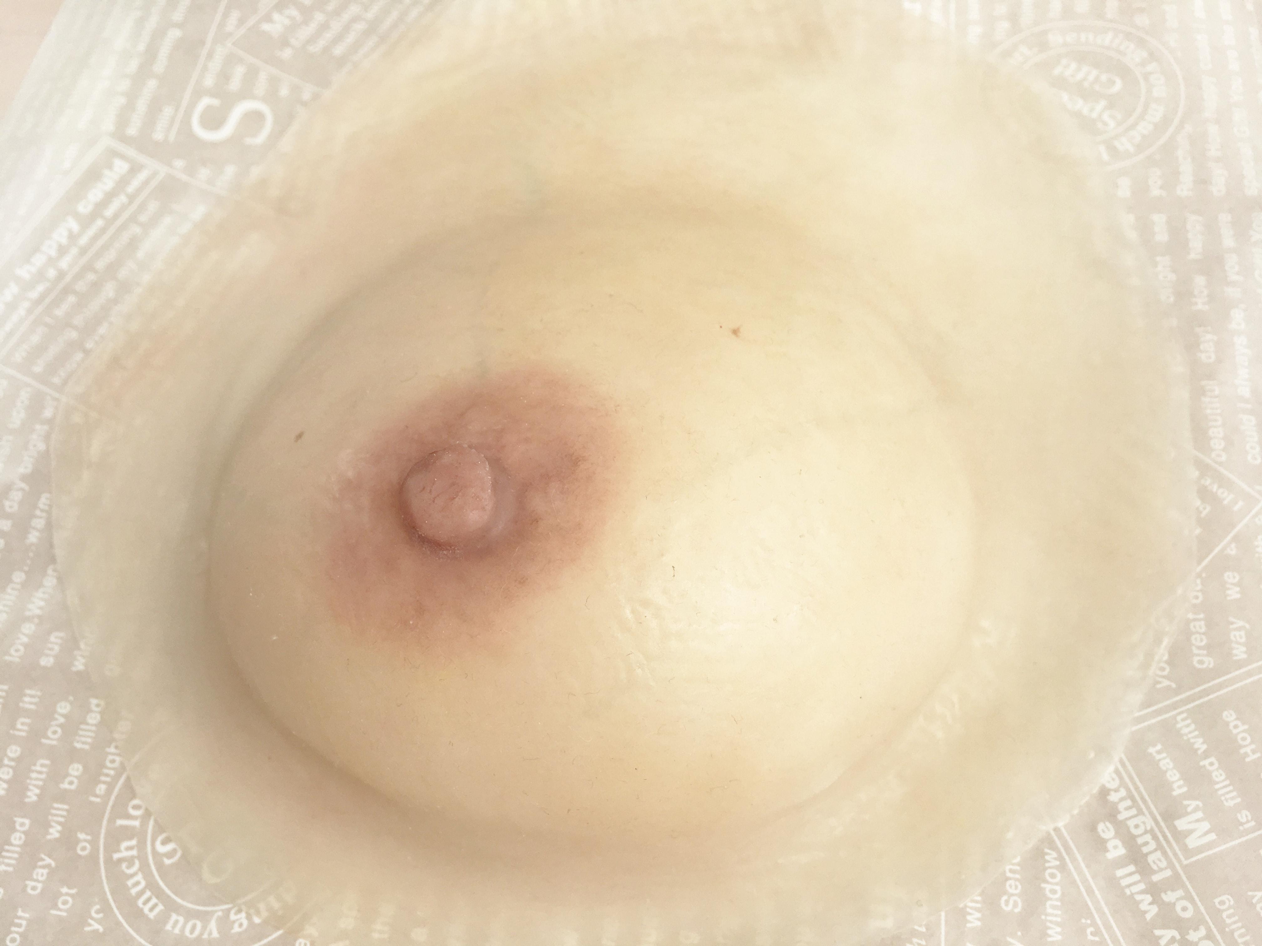 地肌に貼り付ける人工乳房です